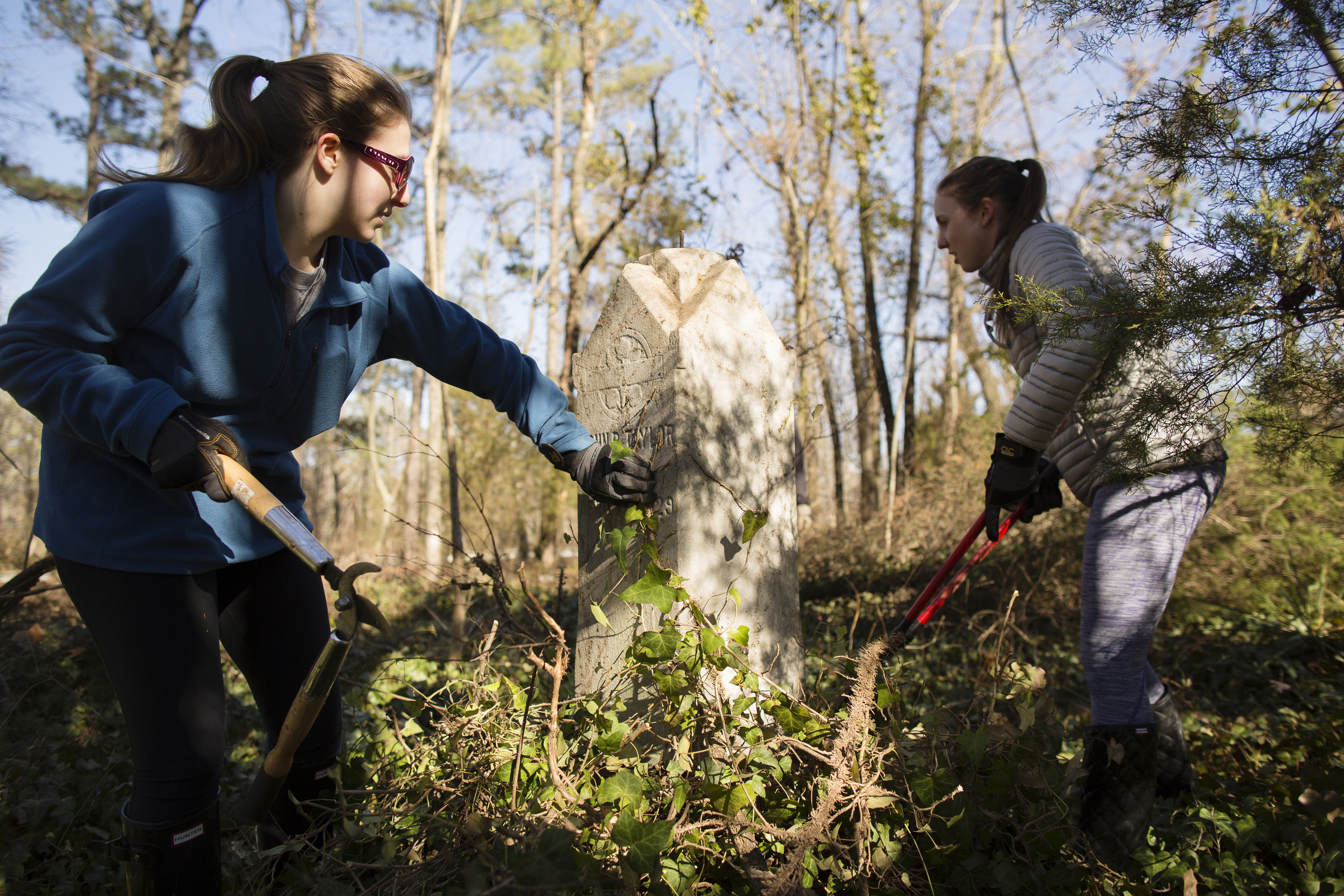 VCU students strip ivy from John B. Taylor's headstone at East End Cemetery, Henrico County/Richmond, Virginia, January 31, 2015. ©brianpalmer.photos 2015