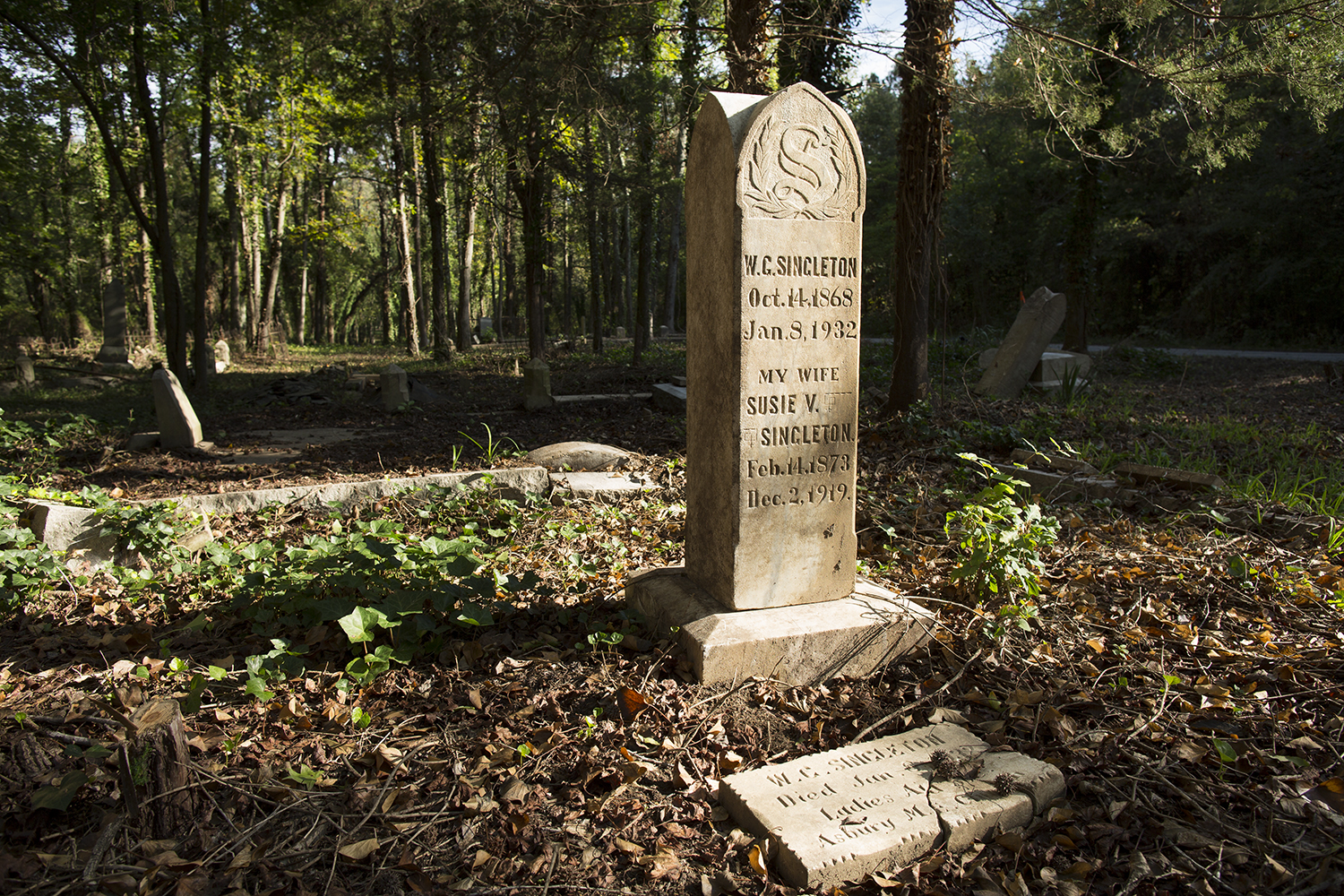 Singleton family memorial. East End Cemetery, Henrico County, Virginia, October 2015. Photo: ©BP