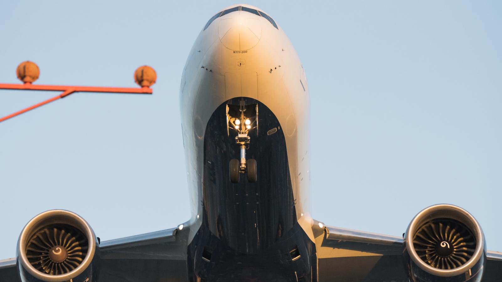 2. Tripod @ F9.0 1/2000sec 203mm ISO 5000 - Ultra Sharp focus again no hunting. Landing pole on left.