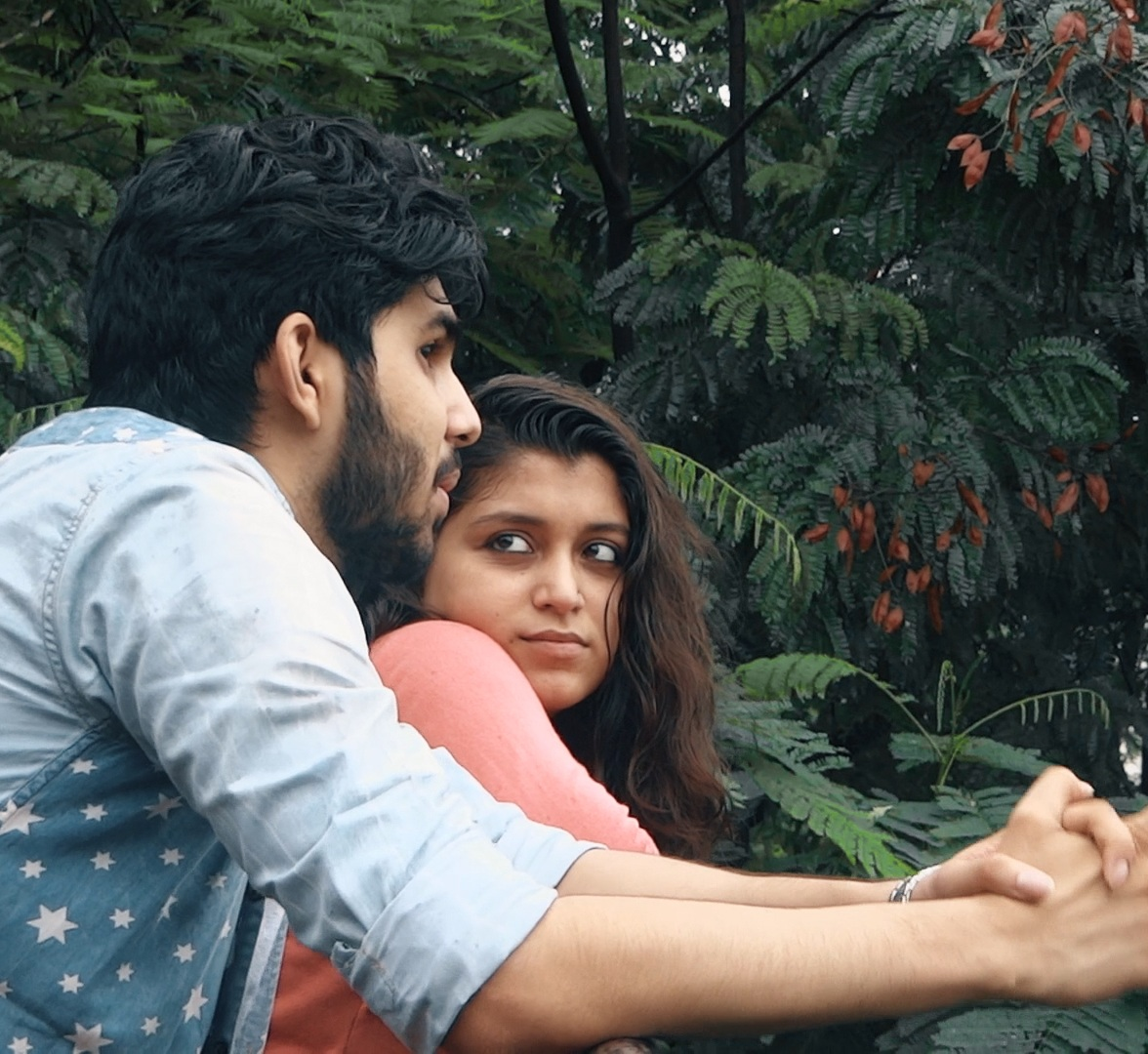 Sheher Ya Tum - 6 min India   Director Karan Asnani. A poet must choose between the love of his life and the city he loves.