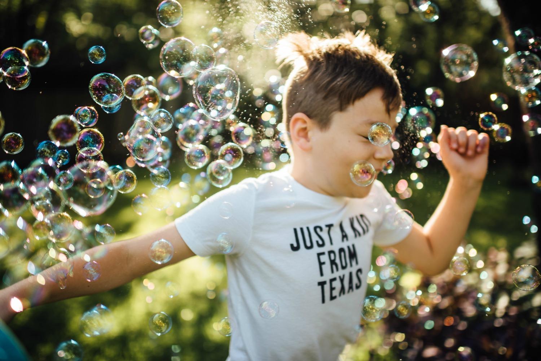 austin lifestyle photographer bubble session.jpg