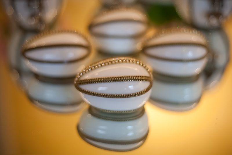 Ovinho de Porcelana Branco com Detalhe em Metal: R$58,50 (valor unitário pra 20 peças)