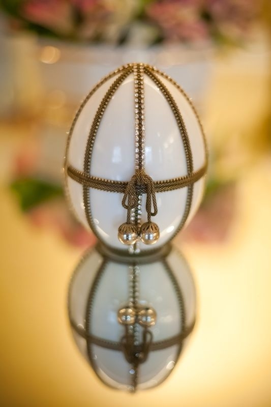 Ovo Porcelana Grande com Detalhe em Metal: R$330,00