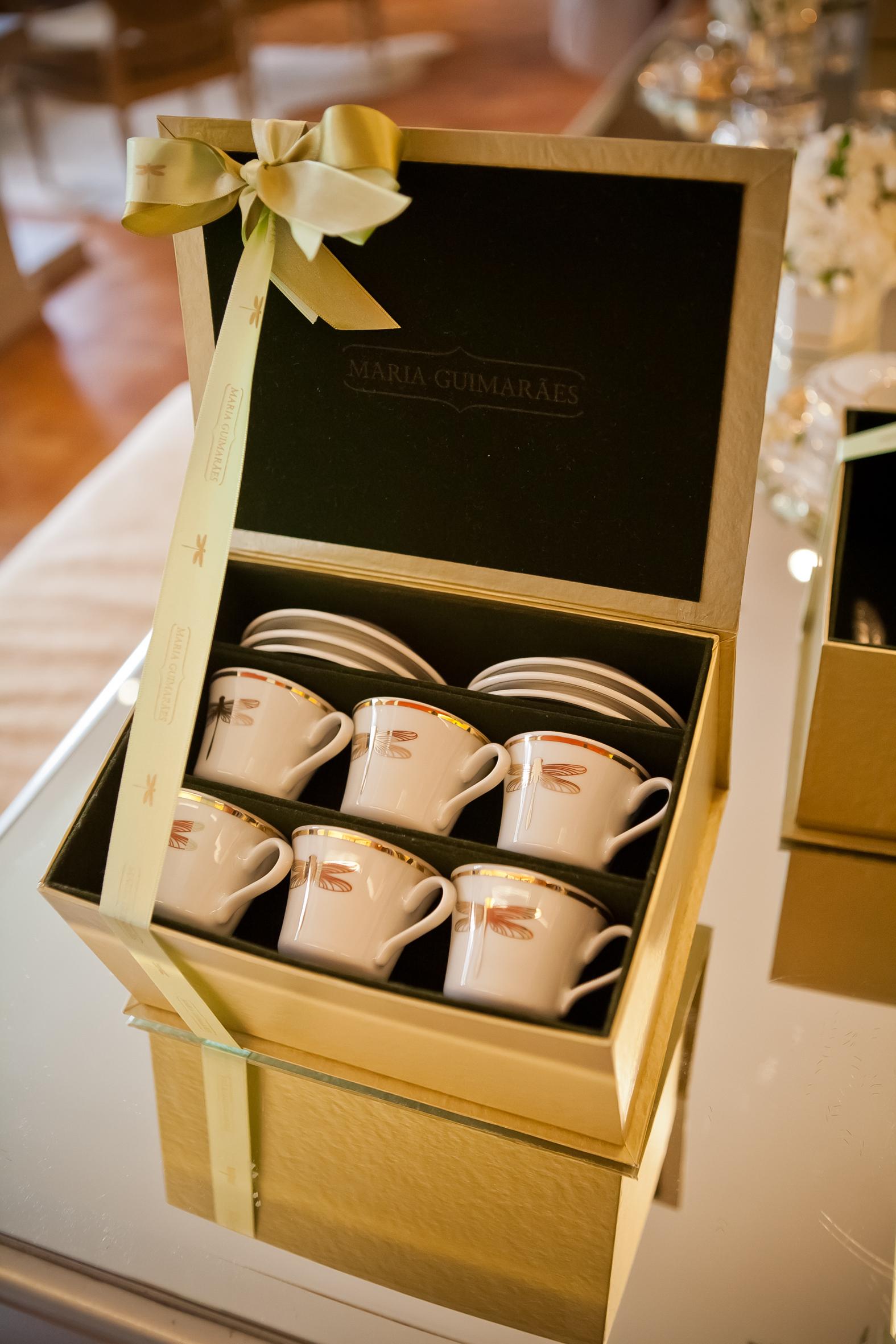 Conjunto com 06 xícaras de café Libélula: R$420,00