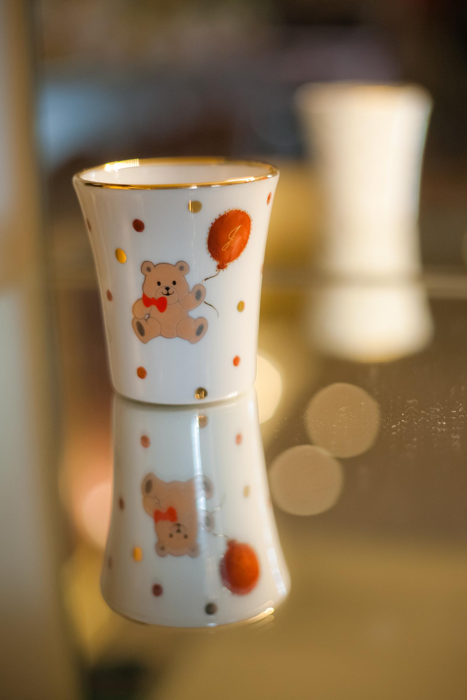 Copo de Porcelana Urso com Balão e Inicial: R$58,50 (valor unitário para 20 peças)