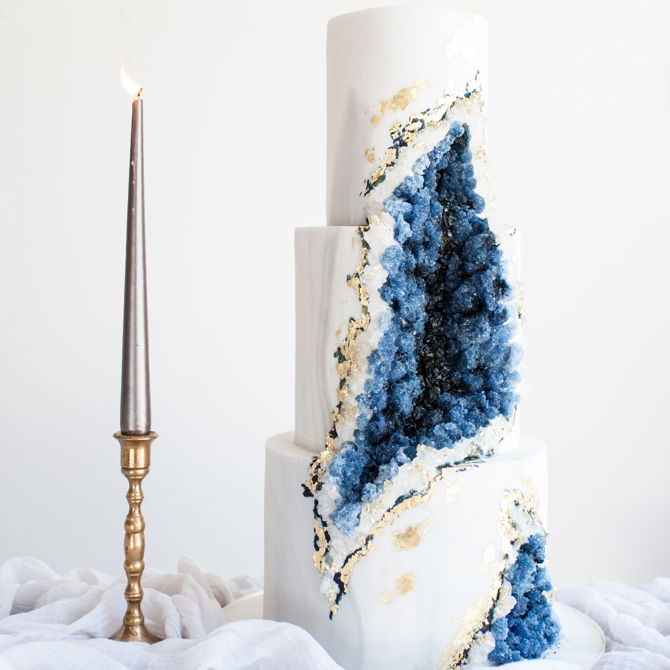 INSPIRED BY EARTH  Natural mineral inspired cakes of Marble, Geode, Concrete & Stone with touches of Gold & silver