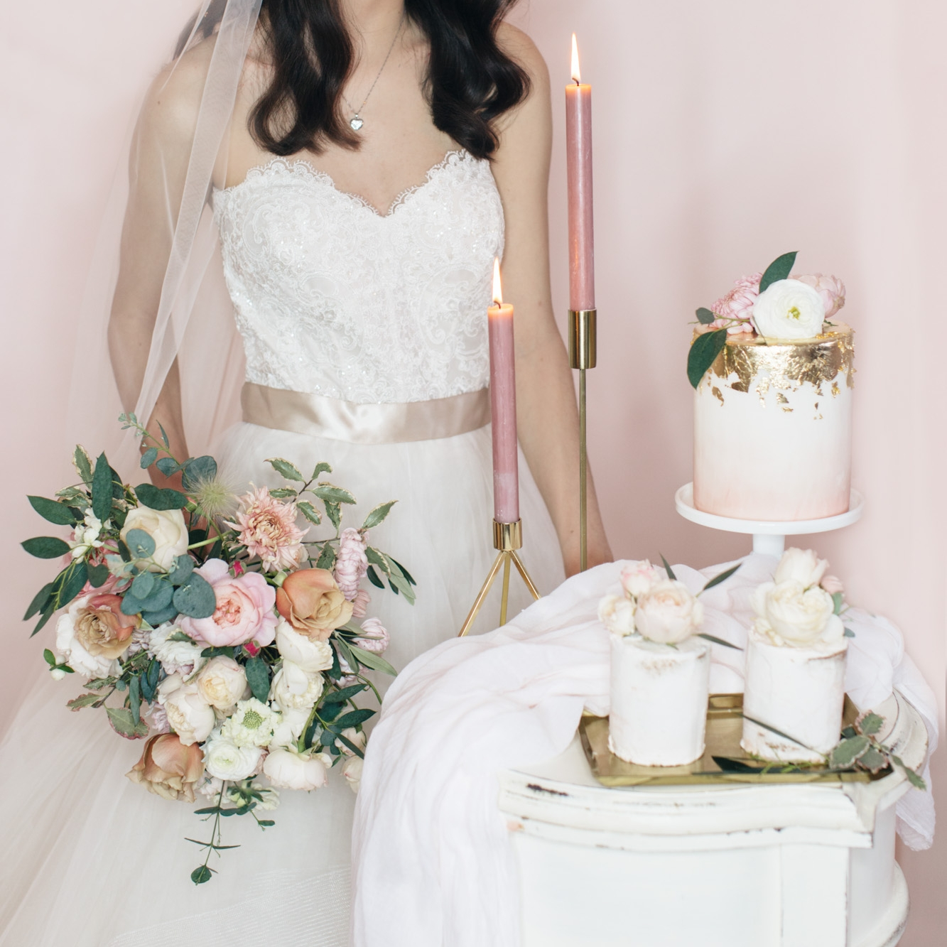 SUMMER BLUSH  Blush tones on a verity of designs on traditional iced cakes.