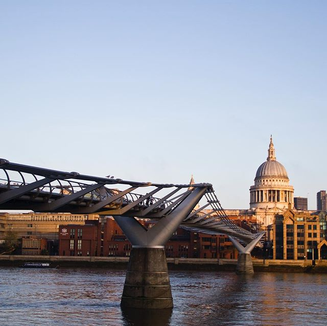 I don't always cross the Thames but when I do, this is my bridge #milleniumbridge #fosterandpartners #london #england #itdoesntwobble #sunrise #stpaulschurch