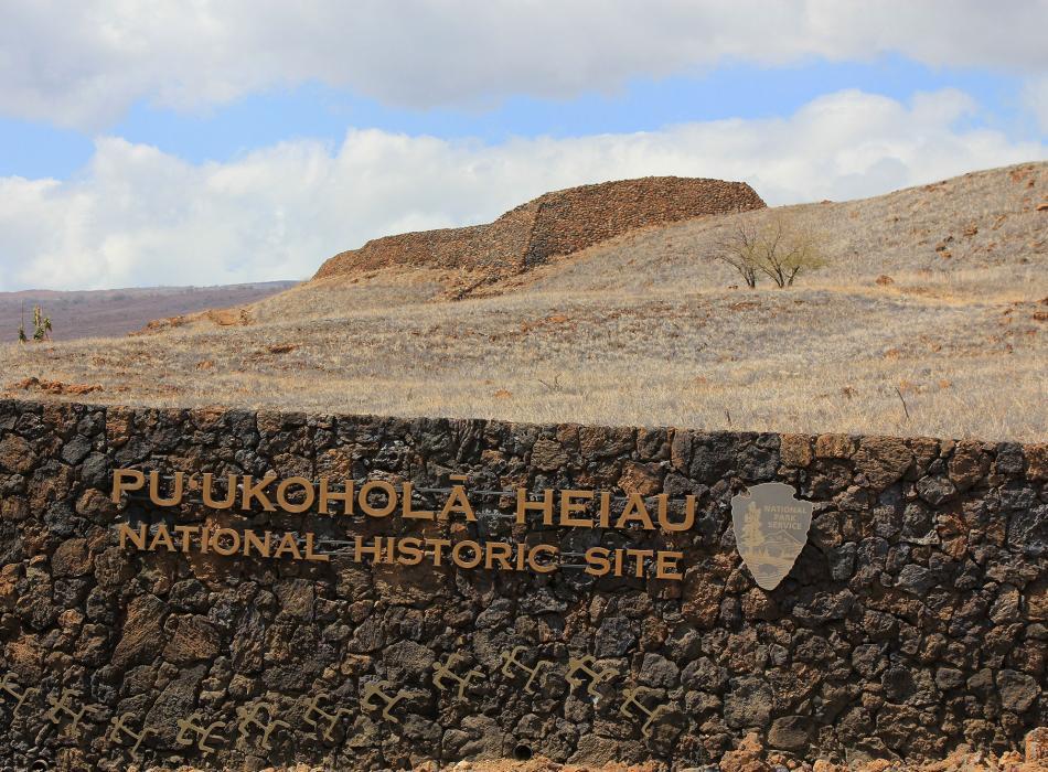 Puukohala-Heaiu-Sign---Kirk-Aedler.jpg