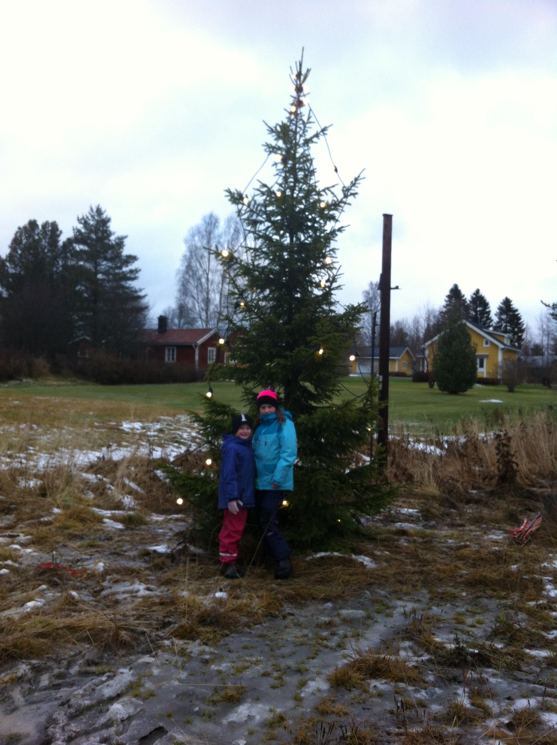 På bilden inspektion av My och Liv Åström.