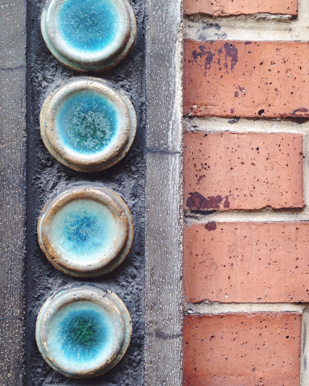 And a closer close up ! That's ceramic !