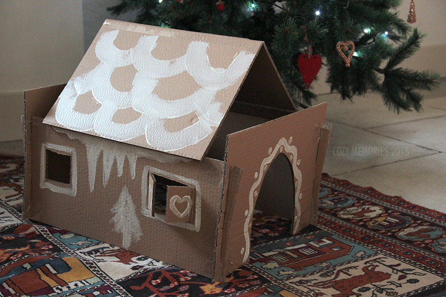 The roof is removable (and not that stable, actually !!)