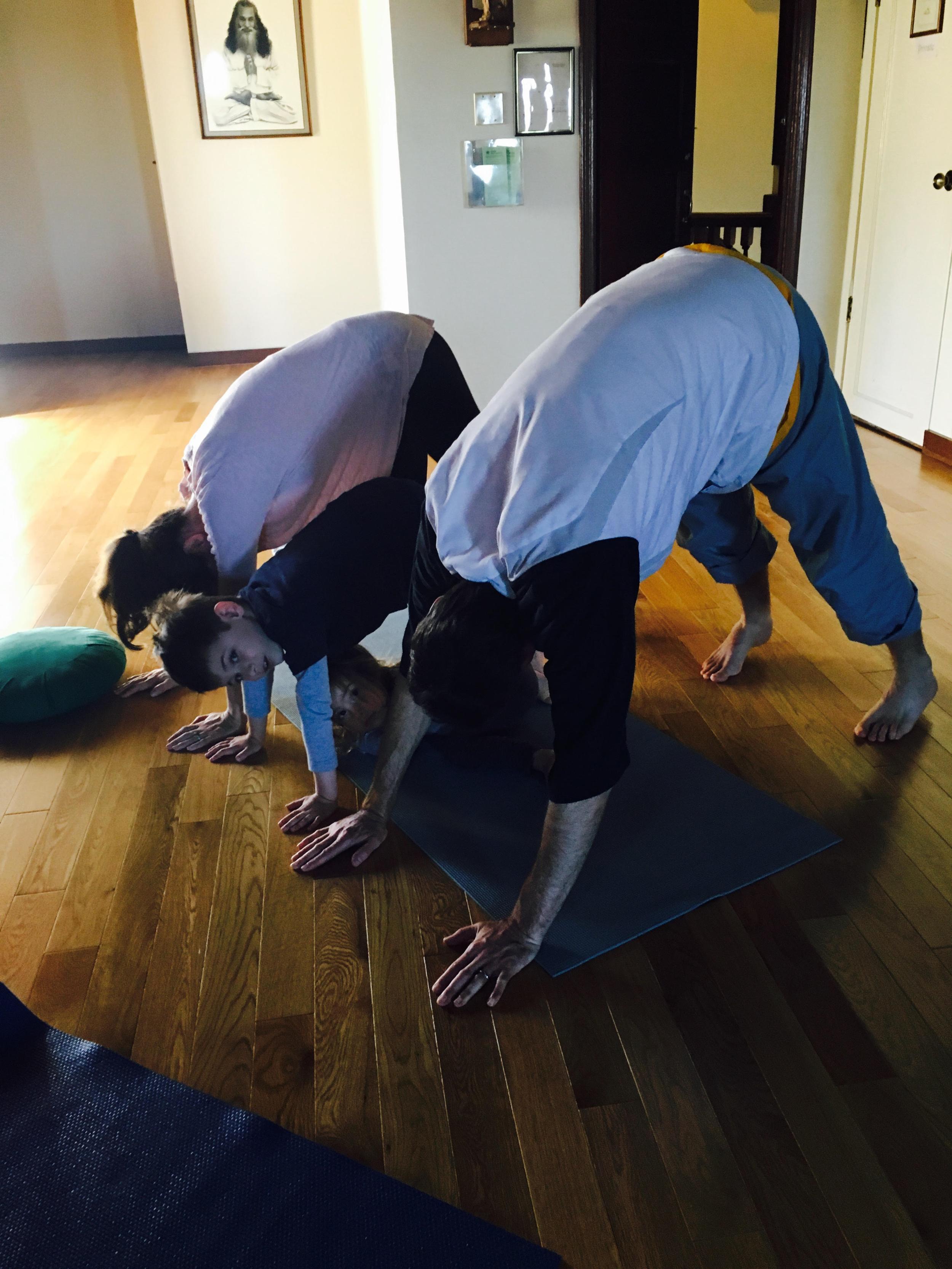 IYI family Yoga .png