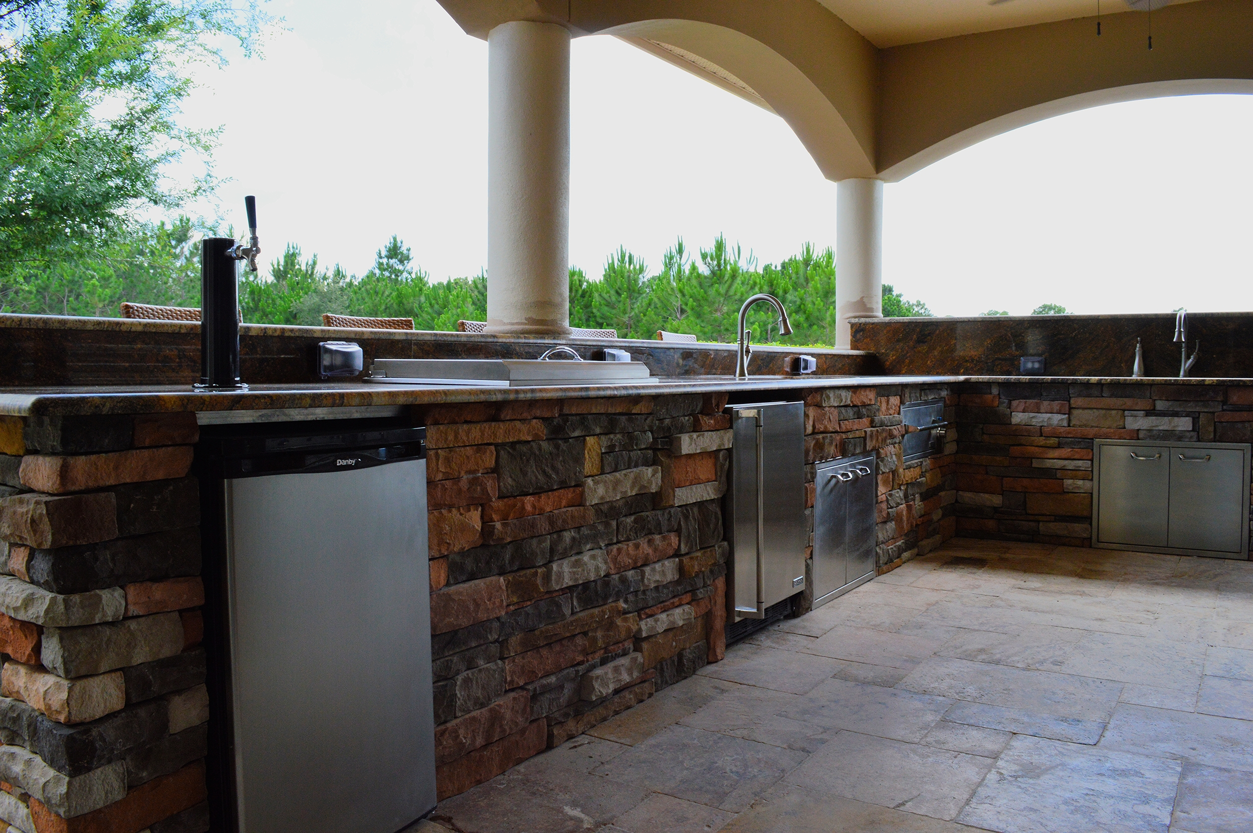 Outdoor Kitchen in Tampa Stainless Steal Appliances