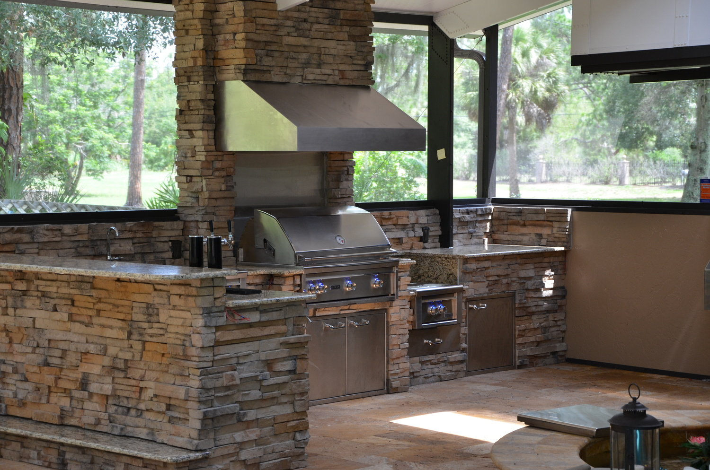 5-advantages-outdoor-kitchen.jpg