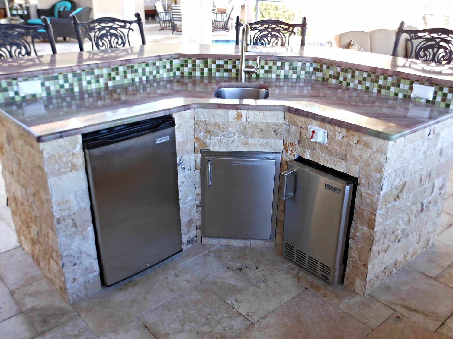 September-2014-outdoor-kitchen-of-the-month2.jpg