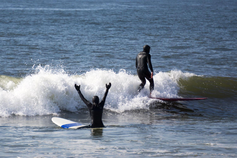 Dion demonstrating a casual glide. Kyungmi appreciating the example.  Photo: Eric Perkins ( ericperkins.smugmug.com )