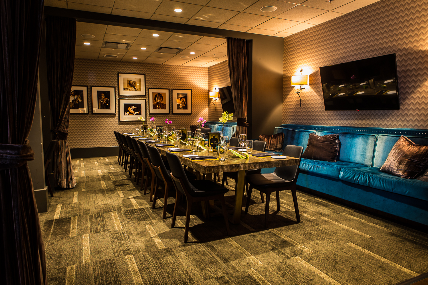 Private Dining Studio - Seats up to 24 guests. Adjacent to Lounge & Bar on 2nd floor of venue. Perfect for intimate dinners, business meetings, and gatherings.