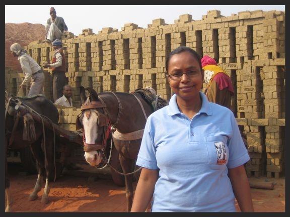 A Brooke researcher, Dr Shushmita, at the Paras brick kiln in Baghpat.