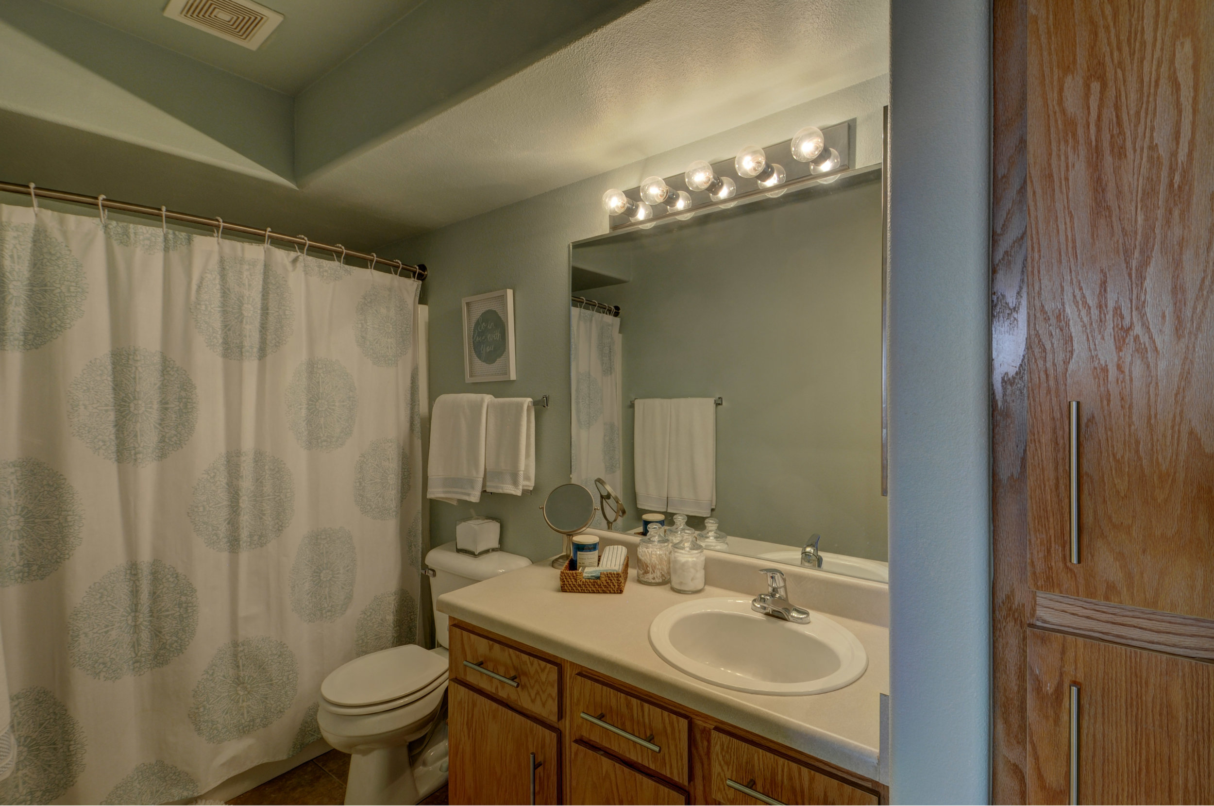 bathroom4168.jpg