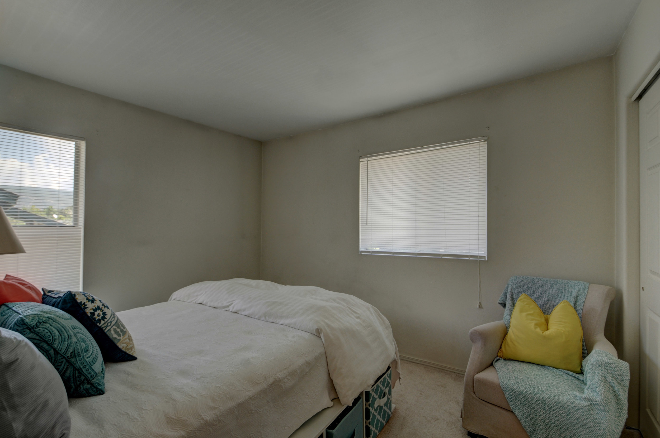 bedroom4132.jpg