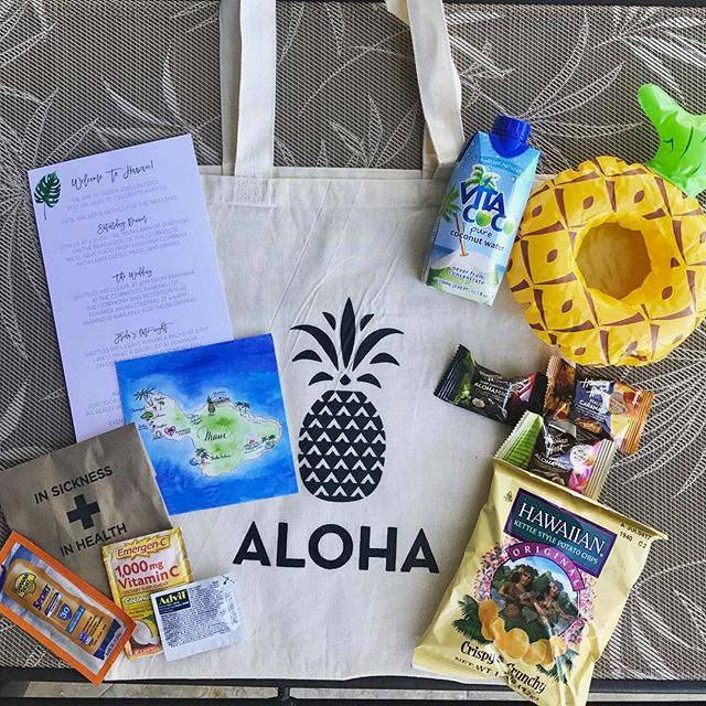 The welcome bags for #hellyestohellwig 🍍🐡🌈🌺😍 . . . . . . #mauiwedding #hawaiiwedding #tropicalwedding #theknot #marthaweddings #greenweddingshoes