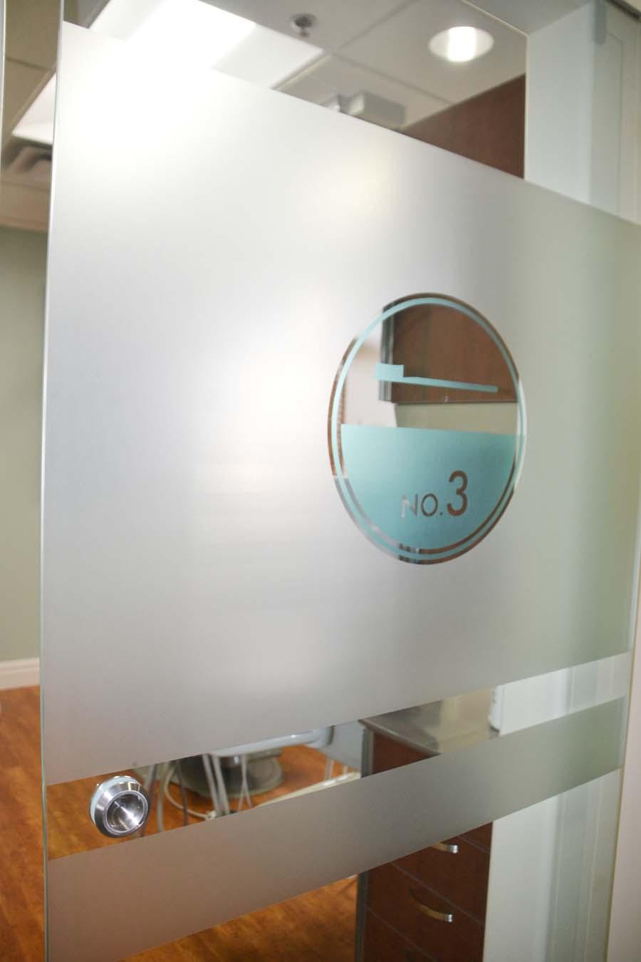 glass door1.jpg