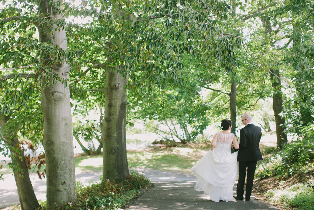 Melissa-Sung-Photography-New-York-Outdoor-Wedding-Cecee-Zhenia020.jpg