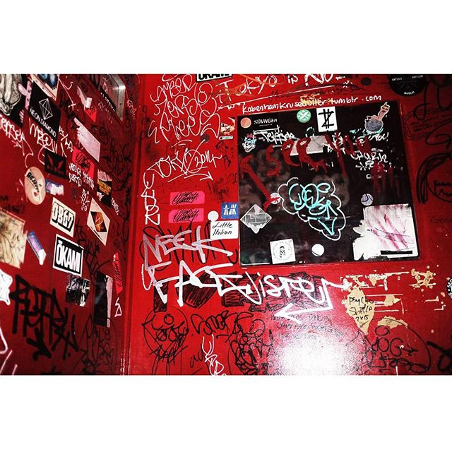 Day 303 | Red wall #graffiti #tokyo #blackmirror #toilet #red #wall #streetart