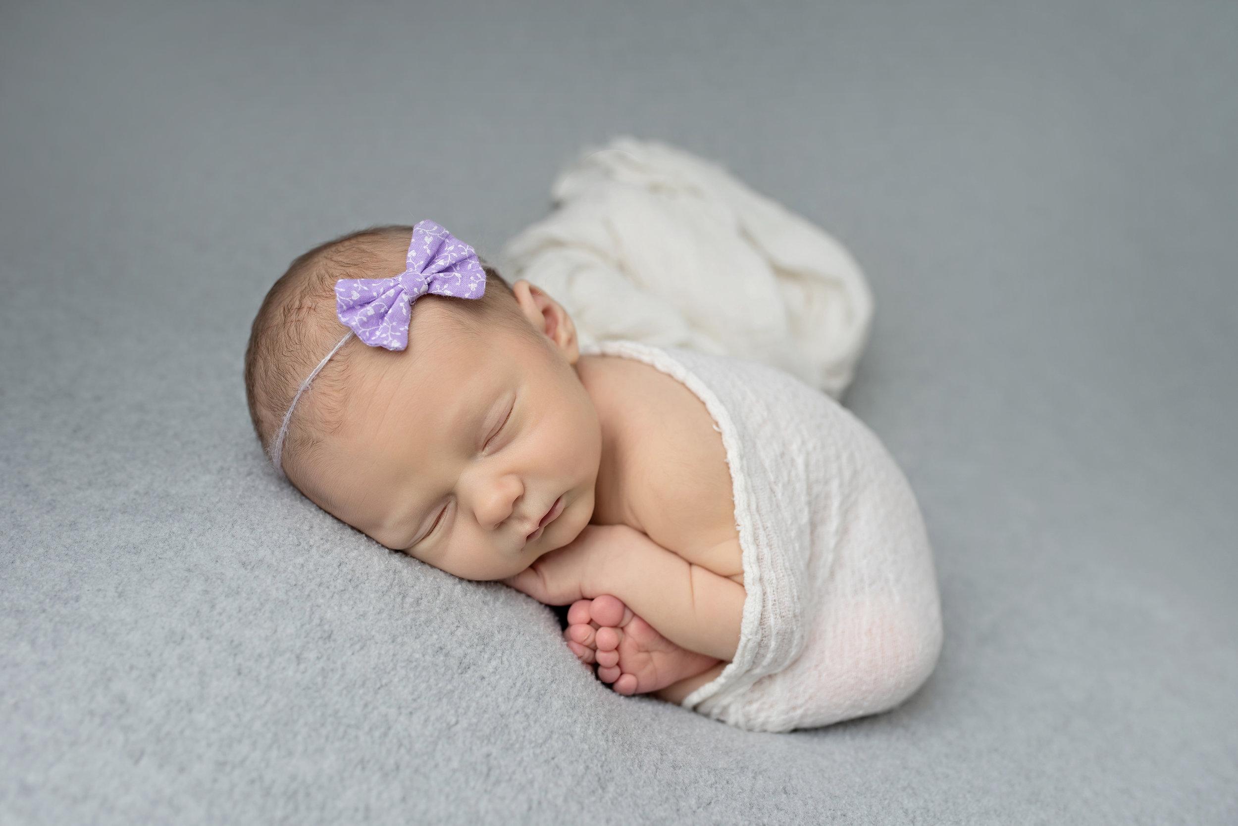 Titling/Alt Text/Description: 1. newborn photography jacksonville 2. newborn taco pose 3. bum up pose 4. newborn girl 5. baby toes 6. newborn photography