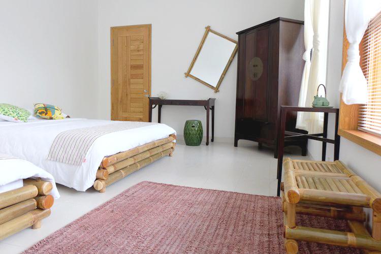 PHÒNG BAMBOO - TẦNG TRỆT   02 Giường đôi 1m6  Bồn tắm gỗ Loa nghe nhạc  Bao gồm ăn sáng VND 2,600,000/đêm