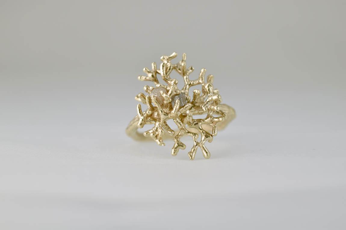 coral-ring-gold-2cubediamonds-liesbethbusman2012 kopie.jpg