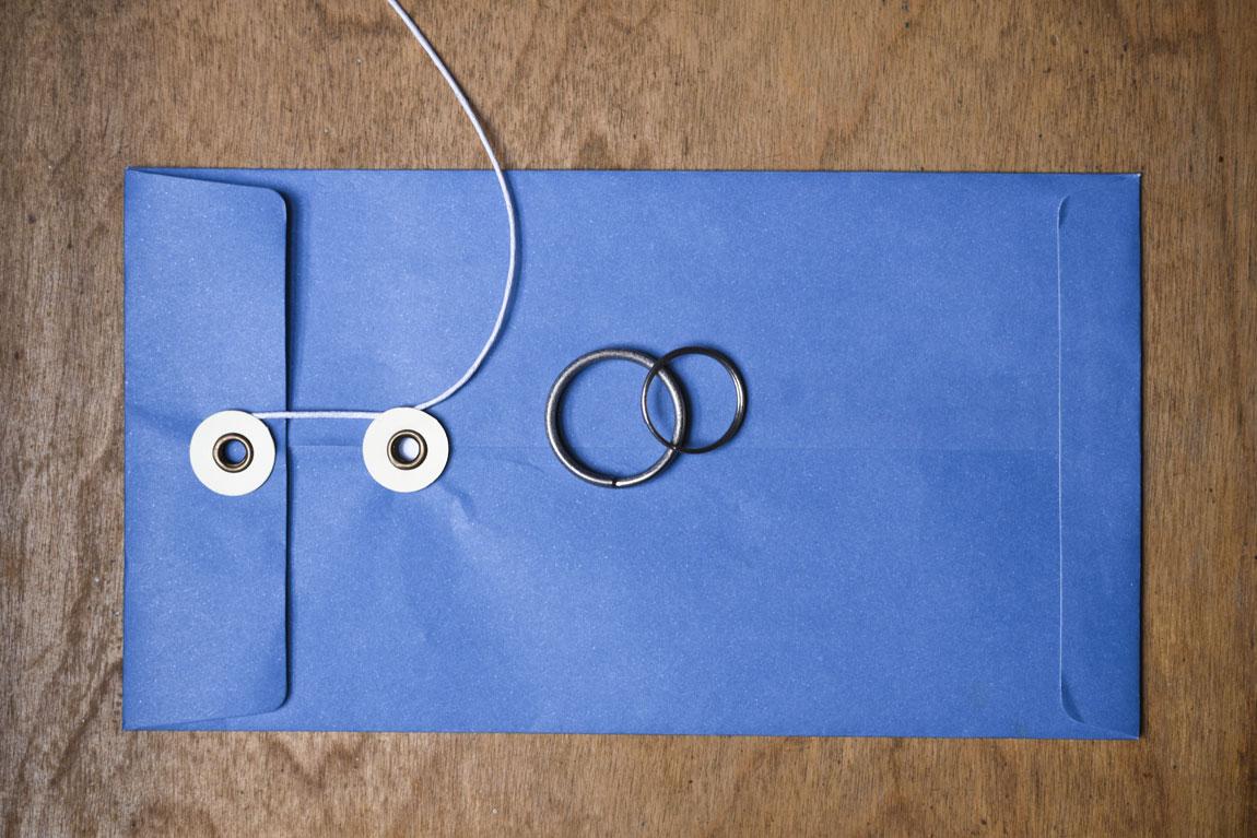 trouw-ringen-wedding-rings-keyrings-titanium-lady-gents-wood-blauw-zakje-1150px.jpg