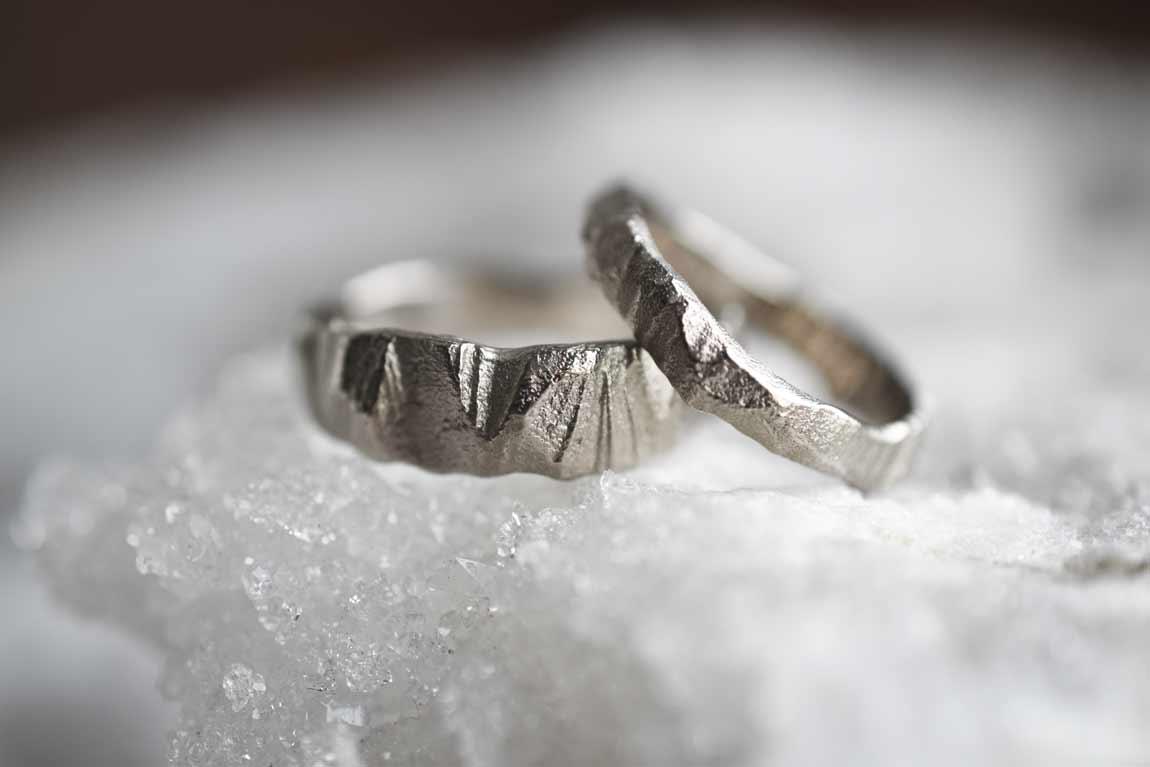 rock-rings-wedding-trouwringen-elementen-edelsmid-structuur-denhaag