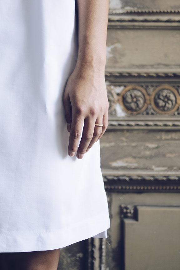 liesbethbusman-saagae-trouwringen-wedding-rings-verlovingsringen-trouwen-denhaag-natuurlijke-organische-ambachtelijk-gemaakte-sieraden-ringen-1152px-Photo_Saagae_30.jpg