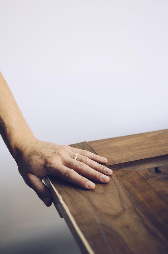 liesbethbusman-saagae-trouwringen-wedding-rings-verlovingsringen-trouwen-denhaag-natuurlijke-organische-ambachtelijk-gemaakte-sieraden-ringen-1152px-Photo_Saagae_27.jpg