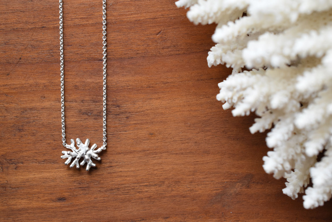 koralen-wit-zilver-ketting-coral-necklace-silver-natural-1150px.jpg