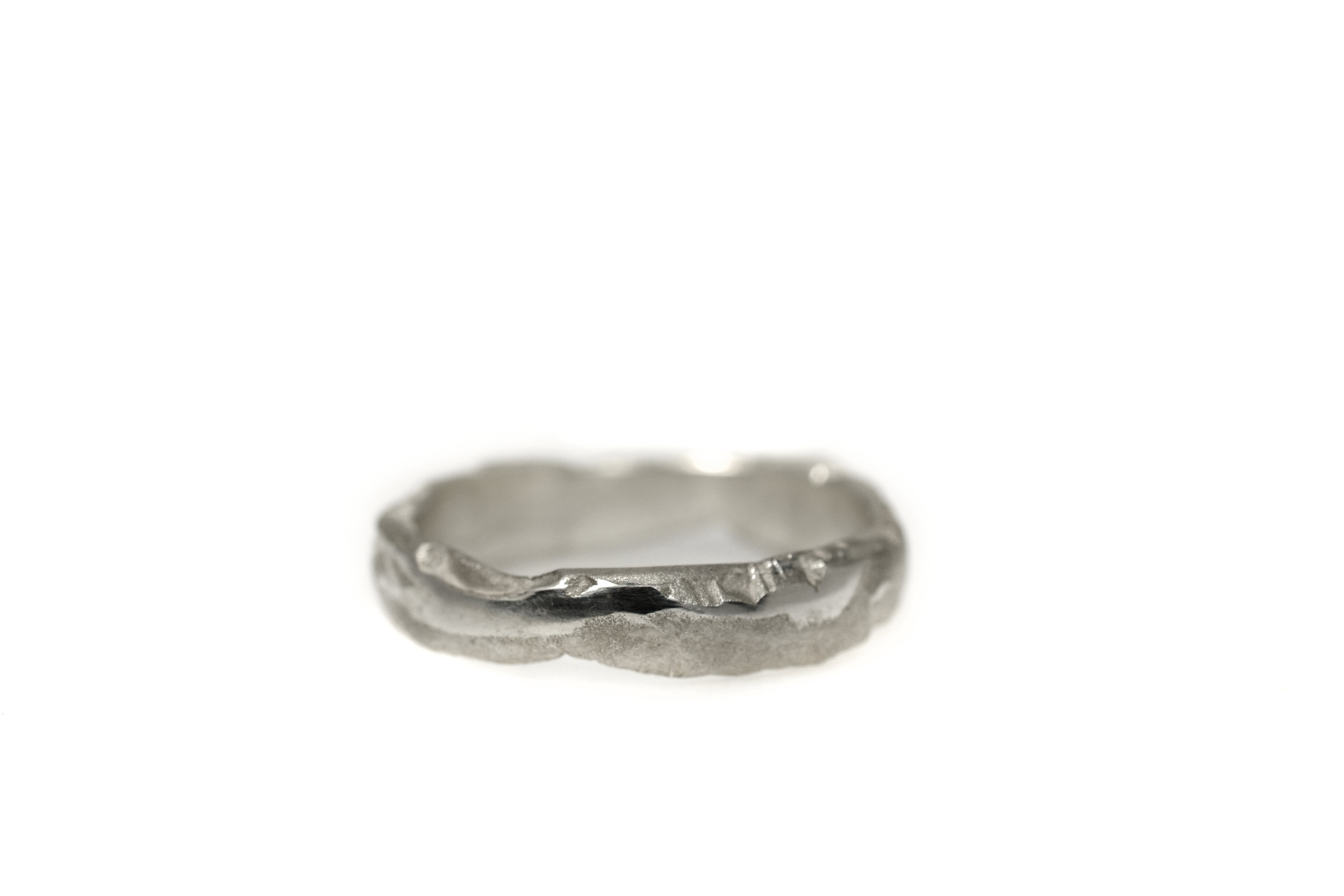 Earth canyon wave lady ring 'ClayGrey' white gold