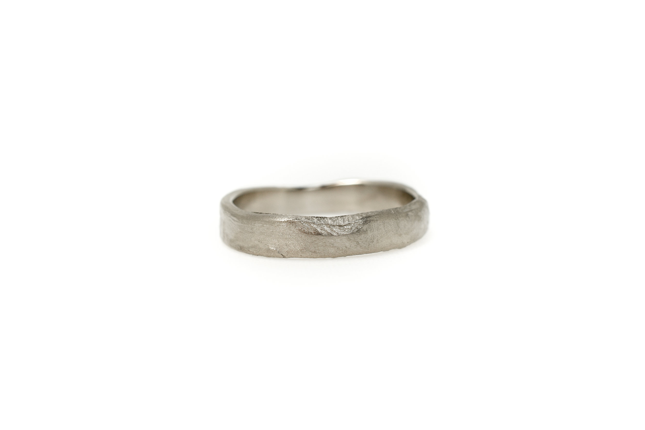 "Earth 4mm Gents ring ""ClayGrey"" white gold €1285"