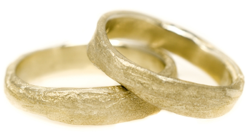 Earth Paleo rings in Sunrise yellow gold | Ladyring €1079 Gentsring €1321