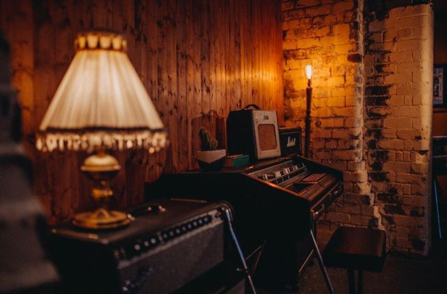 ⚡️💡Lit💡⚡️ Amps, lamps and a pretty rare Crumar Panorgan. It's kinda like an accordion-organ with a sweet drum machine built in... but, it's currently awaiting a new power supply. Looks damn cool though... 📷; @maytreephoto