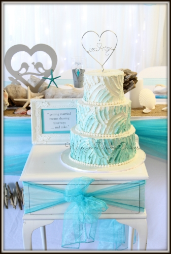 Turquoise is a beautiful color, let it stand out as one of your wedding colors!