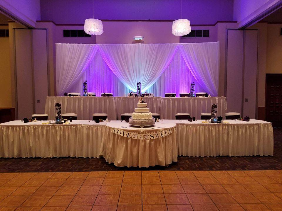 Great cakes and creative wedding decor