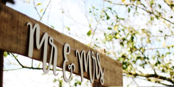 Social media etiquette for your wedding