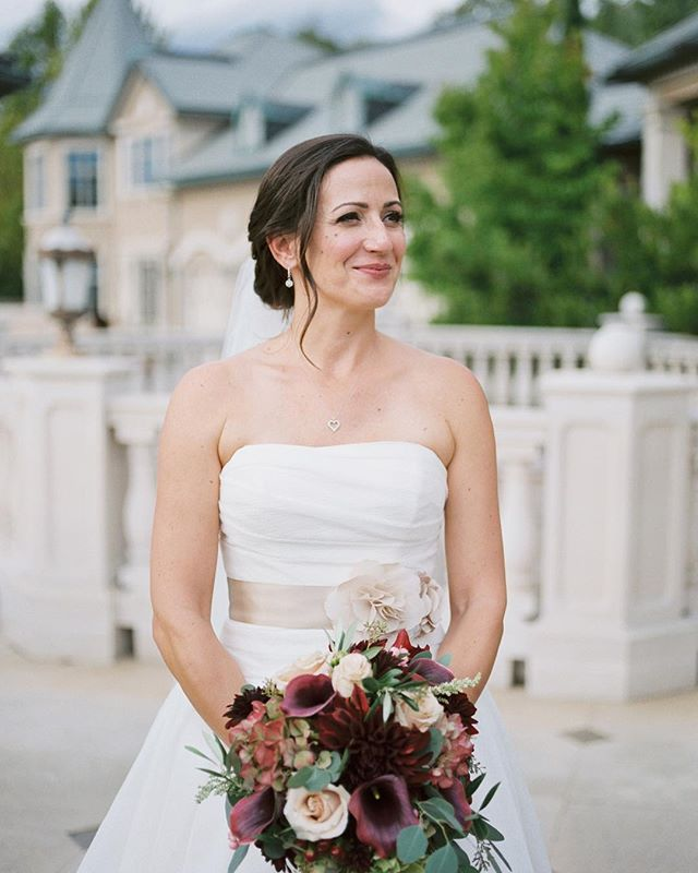 What a stunning bride and beautiful wedding day it was last September at @bellefiorewinery.  I've been so buried in bridal inquires and bookings for 2019 that I haven't even posted any of my brides from 2018. Not one of the 33 gorgeous women I had the privilege of working on.  Umm.. I think it's fair to say I suck at social media. 😆  Well here is beautiful Jennifer holding a sumptuous bouquet by @clara_beyond_the_garden_gate . Swipe to see a few of the amazing shots captured by the stellar @betsyblue. 💙💙💙 Styling by @allure.with.decor. Terrie is the best! She's the magic wand that your event could be missing. ✨💫 More to come! 💋J