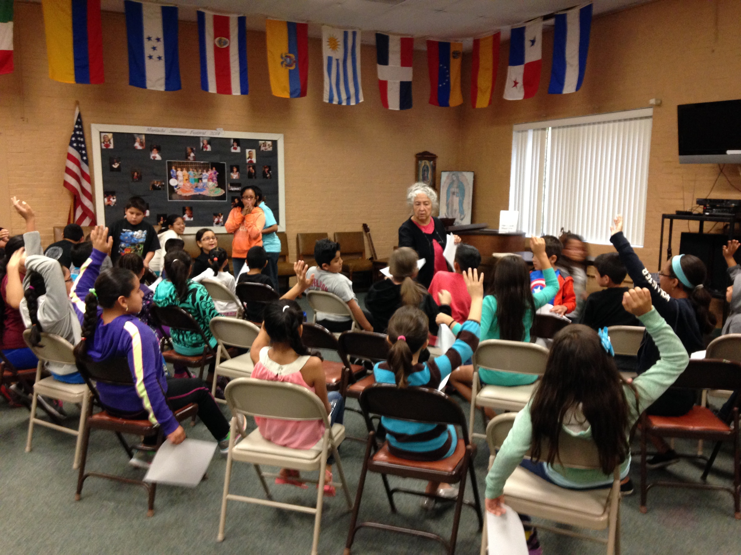 Workshop on collections, museum, and storytelling at the Spanish Community Organization of Wallingford.