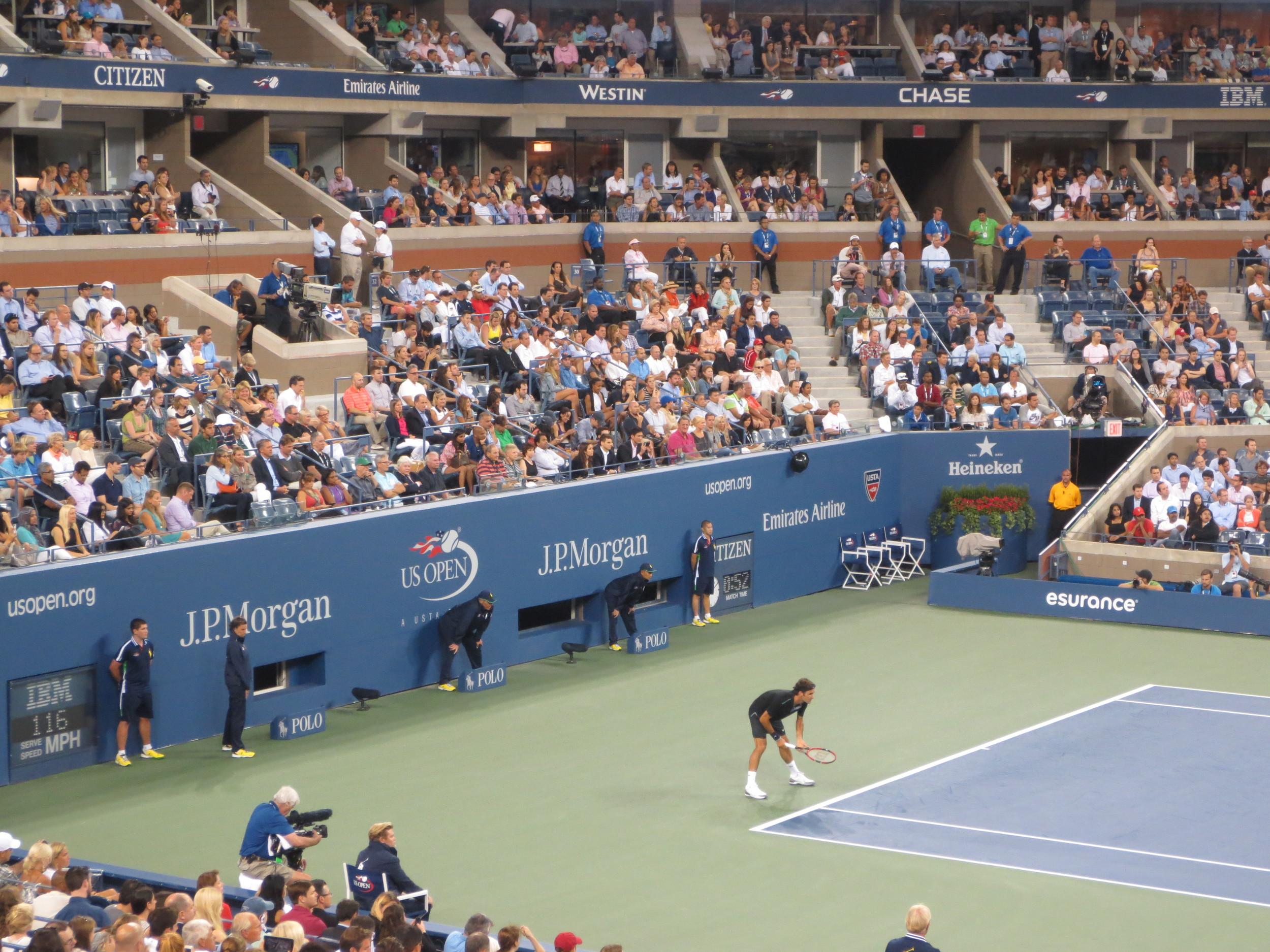 Federer waits for the ball.
