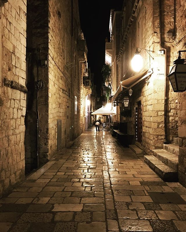 Come with me to Croatia in my stories! ... ... ... #dubrovnik #croatia #oldtown #grad #travelgram #instatravel #lonelyplanet #natgeotravel #bbctravel #condenasttraveler #travelandleisure #natgeoyourshot #photooftheday #picoftheday