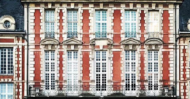 Paris, Je t'aime! ... ... ... #paris #placedesvosges #marais #woodyallen #france #europe #beautifulbuilding #travel #instatravel #travelgram #travelandleisure #architecturephotography #travelphotography #photography #picoftheday #photooftheday #natgeoyourshot #natgeotravel #lonelyplanet #bbctravel #condenast