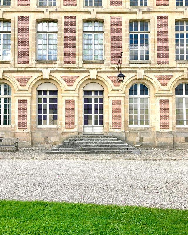 Chateau de Fontainebleau! ... ... ... #chateaudefontainebleau #chateau #fontainebleau #castle #napoleon #france #autumn🍁 #fall #travel #travelgram #instatravel #travelandleisure #photography #travelphotography #bbctravel #lonelyplanet #natgeotravel #condenast #photooftheday #picoftheday @chateaudefontainebleau